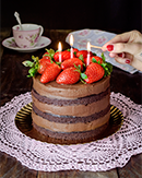 https://lachocolaterapia.blogspot.com/2020/02/layer-cake-vegana-de-chocolate-y-fresas-sin-gluten-receta.html