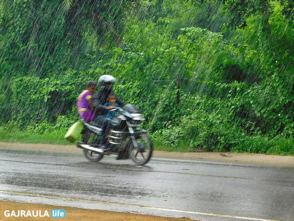 motor-cycle-in-rain