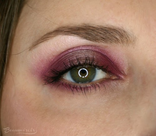 closeup pink halo eye look