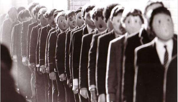 Το φαινόμενο Crowdism – Πώς μια μικρή ομάδα ανθρώπων καθοδηγεί τις μάζες και… «δημιουργεί» τα γεγονότα!
