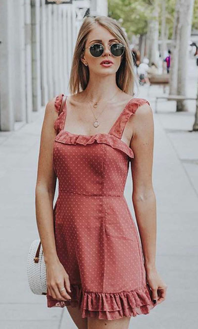 26 Charming Fall Outfits for College Girls. All Casual Fall Wear Every Girl Who Goes to College Will Love. High School Fashion +Teen Outfits via higiggle.com | cute mini dress | #falloutfits #college #teenoutfits #minidress