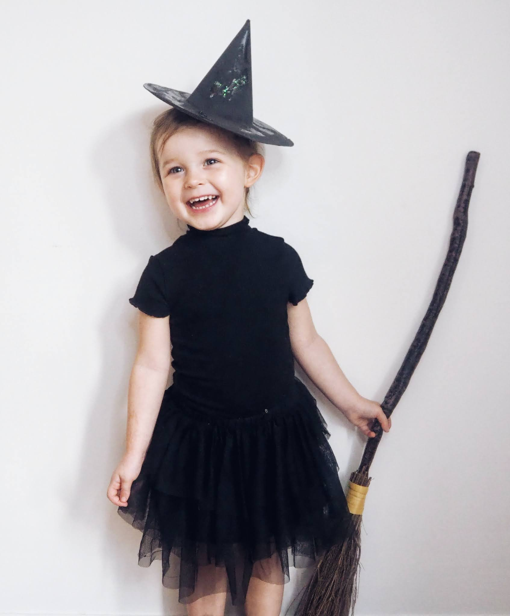 DIY Halloween craft witched hat