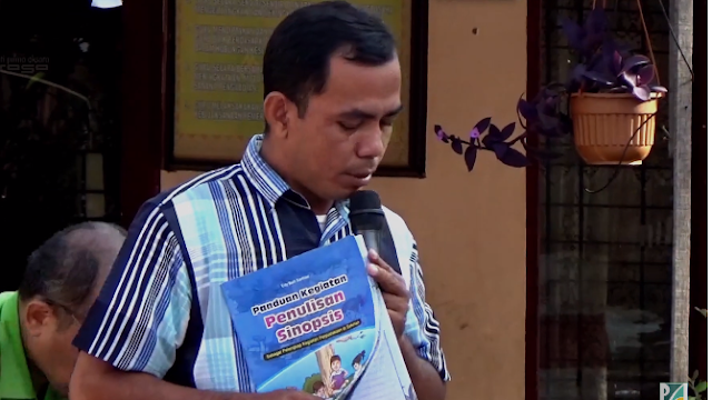 Tim pnggerak literasi INPRAS, Kak Usep Priyadi mengenalkan buku Penduan Penulisan Sinopsis
