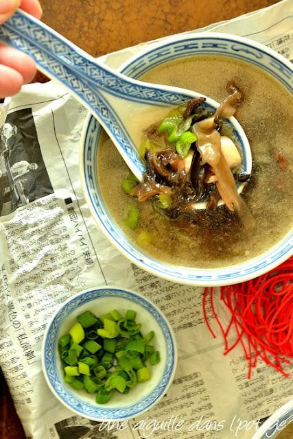 soupe-champignons-poulet-recette-chinoise-Ken Hom