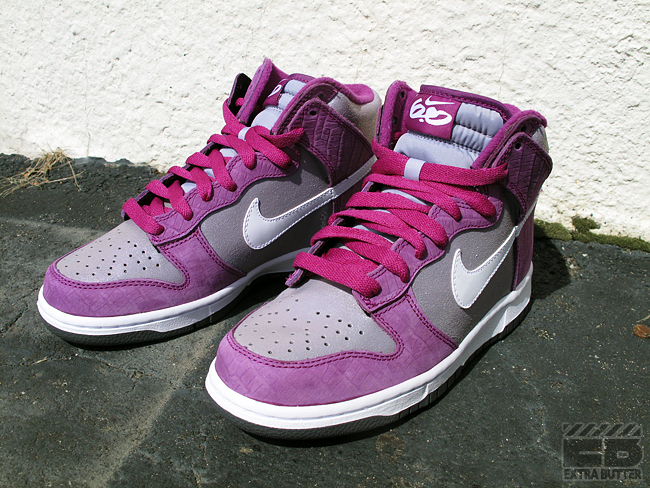 official photos 2d606 be63b ... Another Dunk High finds it s way into the Sneak of the Week bunch today  by ...