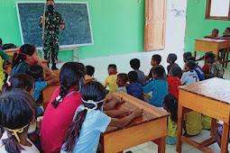 Satgas Yonif RK 744 Jadi Tenaga Pendidik di Lookeu, Perbatasan Indonesia - Timor Leste
