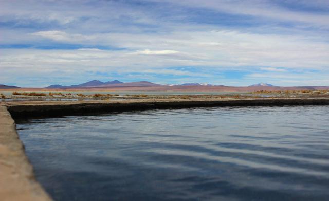 Aguas termales junto a la Laguna Polques