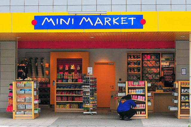 Minimarket dan Area Bandara Binaka