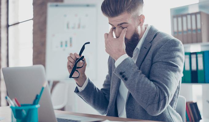 Kerja Berjam-jam di Depan Komputer, Ketahui Efek Buruk Kesehatan Anda Versi SehatQ!