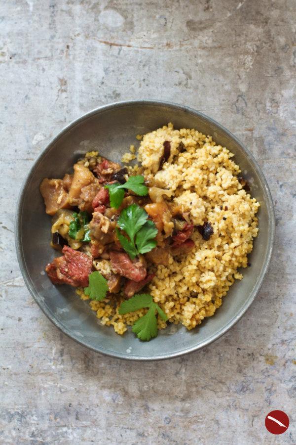 Butterzart geschmortes Lamm aus der Cazuela (portugiesische Tajine) mit Quitte, Safran-Aprikosen und Aubergine #cazuela #tajine #marrokanische #vegetarisch #mit_lamm #rezepte #huhn #schmoren #backofen #osterrezepte #safran #loomi #schwarze_limette #arabisch #rindfleisch #lammfleisch #auberginen #schmoren #römertopf