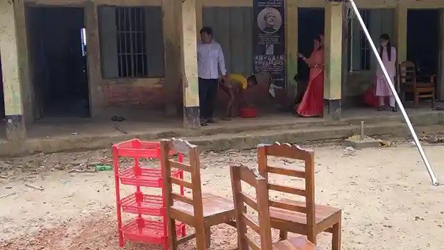 বাঁশখালীতে উচ্ছসিত অভিভাবকেরা, ১৮ মাস পর খুলছে শিক্ষাপ্রতিষ্ঠান