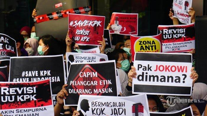 Mengapa PDIP Terkesan Ingin Menghancurkan KPK?