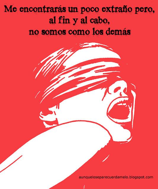 mujer con los ojos vendados gritando