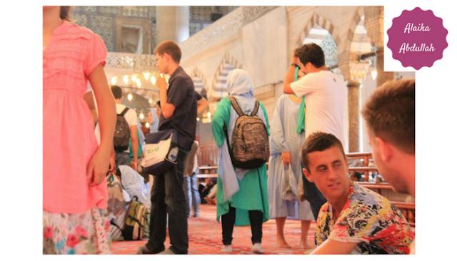Jubah di Mesjid Biru