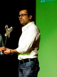 Sandeep Maheshwari Receiving Award