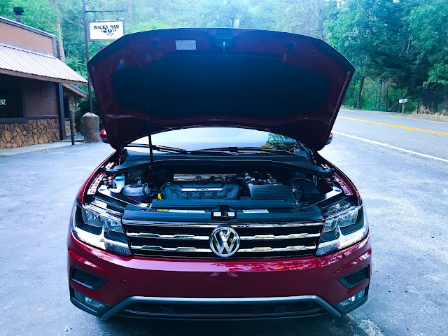 Hood up on 2020 Volkswagen Tiguan 2.0T SEL with 4MOTION
