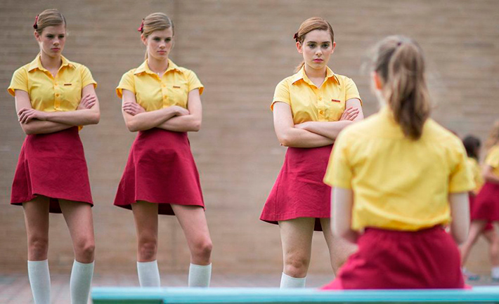 Filme O Sonho de Greta fala sobre os monstros da adolescência, bullying e afirmar a própria identidade