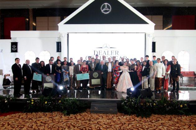 PT. Cakrawala Automotif Rabhasa memenangkan penghargaan Mercedes-Benz Indonesia Passenger Car Dealer of The Year 2016
