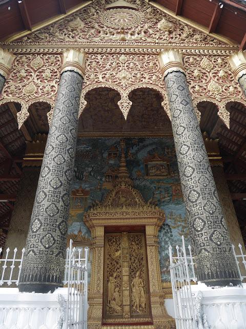 golden door at Wat Mahathat