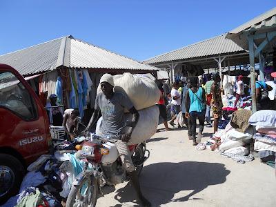 Resultado de imagen para imagenes del mercado fronterizo de Pedernales
