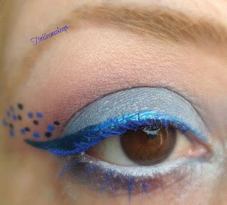 blue_dots_eye_makeup
