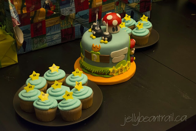 Mario themed cake and cupcakes
