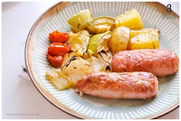linguiça toscana no forno com legumes