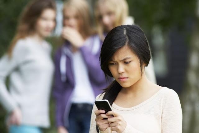Chica que se siente ciberacosada