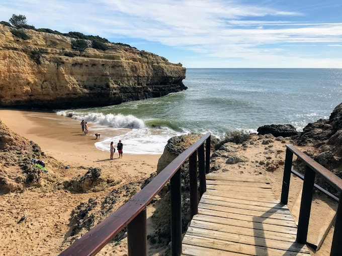 La playa de Albandeira y los escondites cercanos