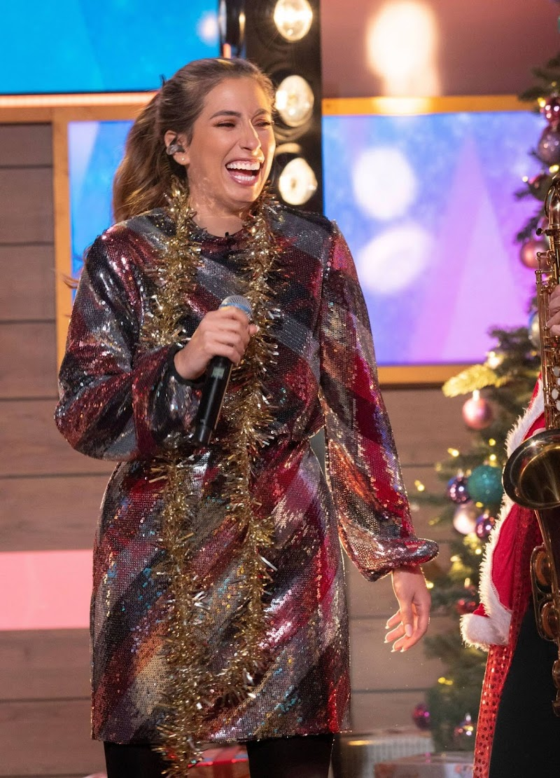 Stacey Solomon clicks at Loose Women Show in London 20 Dec-2019