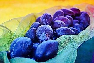 6 Amazing Health Benefits of Plums Prunes