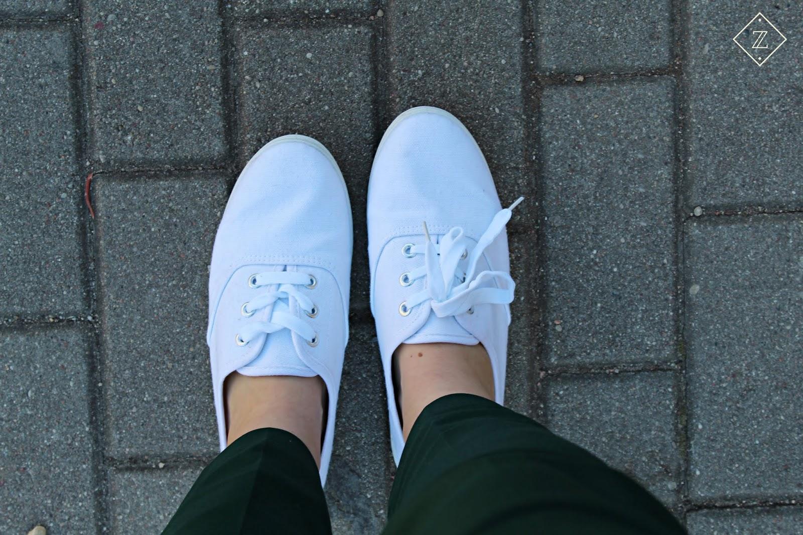 białe sneakersy bonprix