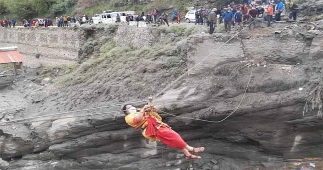हिमाचल: स्पैन की मदद से निकाले जा रहे लोग, 150 से अधिक पर्यटक किए गए रेस्क्यू