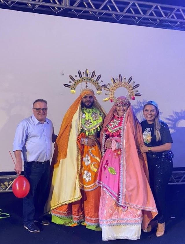 AO LADO DE EUDIANE MACEDO, PAULINHO FREIRE PARTICIPA DE EVENTO NATALINO NA ZONA NORTE
