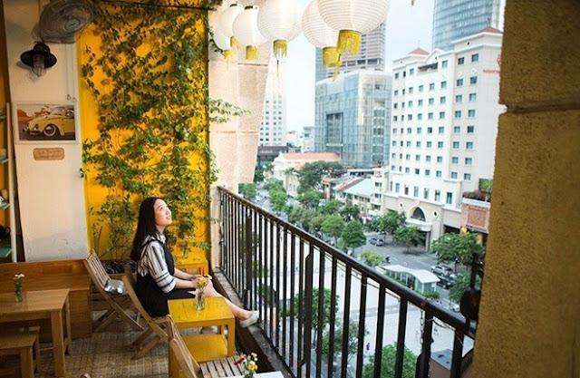 5 địa điểm uống cà phê và ngắm phố đi bộ từ trên cao ở Sài Gòn - 6