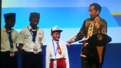 Ngomong Ikan Ko*tol, Bocah SD Ini di Kasih Sepeda Sama Pak Presiden Jokowi