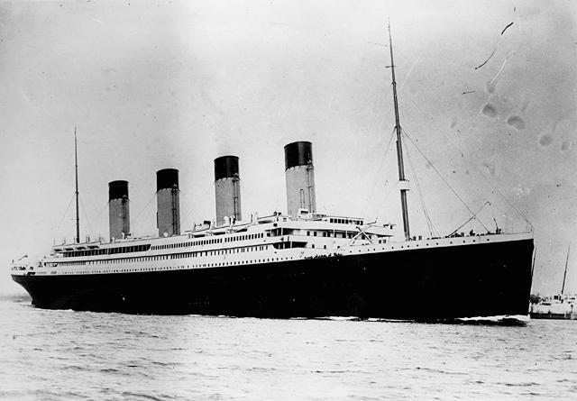 El Transatlantico Titanic en plena mar