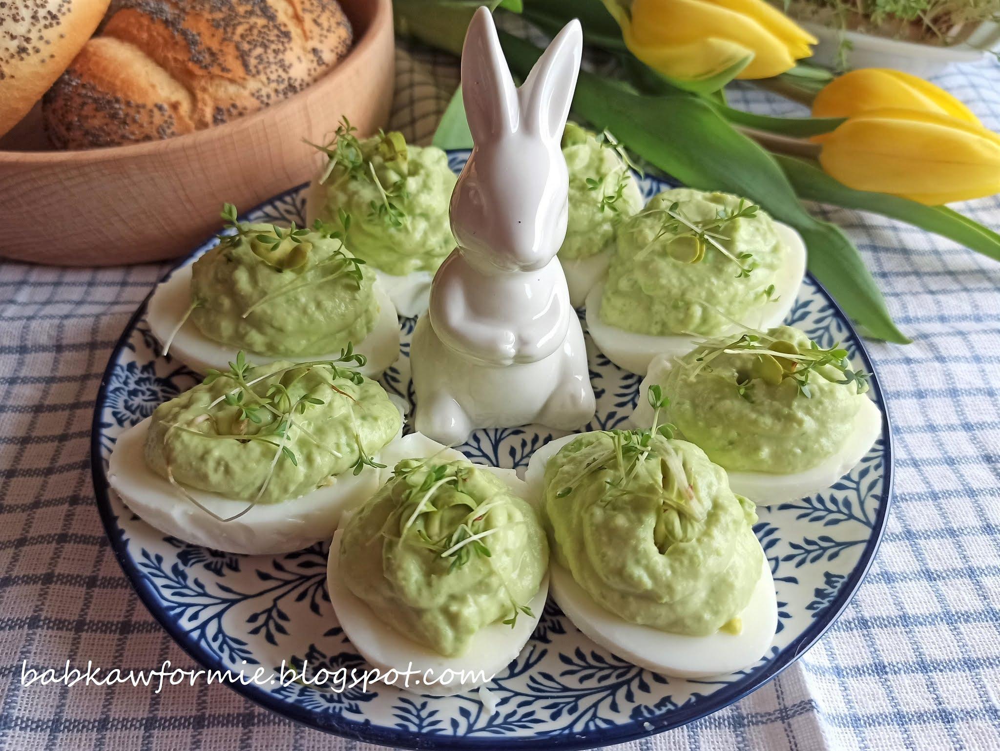 jajka faszerowane zielonym groszkiem