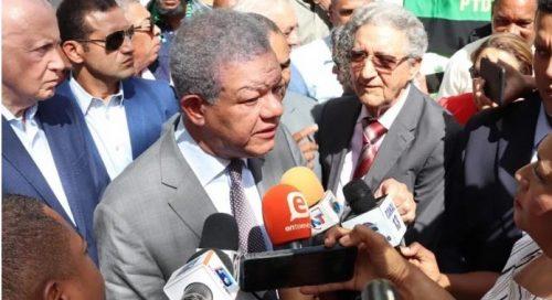 55% encuestados ve Fernández hizo bien al irse del PLD a otro partido
