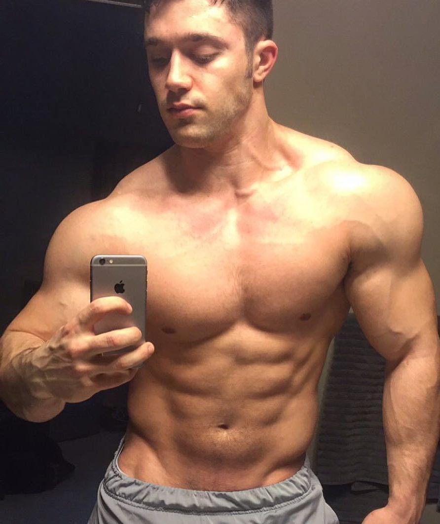 huge-muscle-beefcake-daddy-blake-mouyassar-selfie