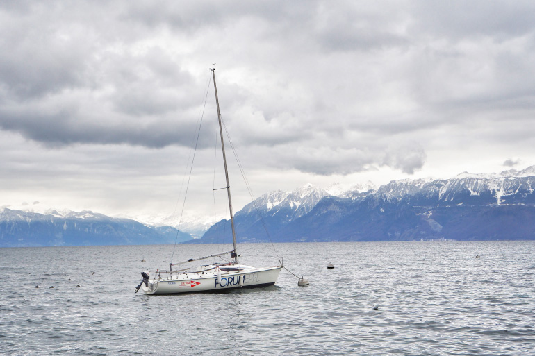 Voilier sur le lac Léman en Suisse