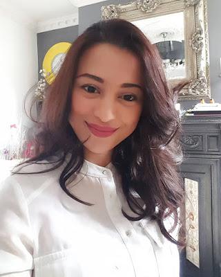 artis seksi dan manis Anggia Yulia Angely
