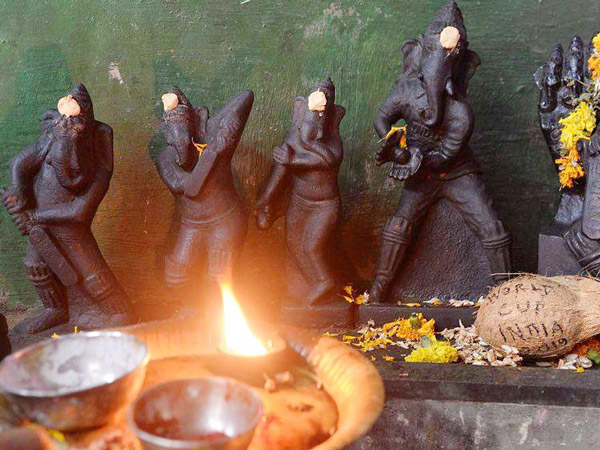 Indian fans pray for India victory with Lord Ganesha idols in different cricketing poses3
