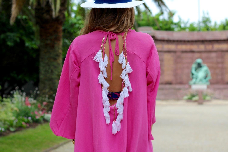 vestido con espalda de borlas