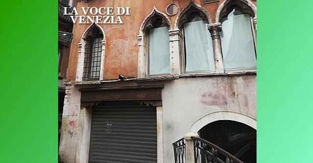 Il palazzo di Coin a Venezia, chiuso e abbandonato dal 15 luglio 2018