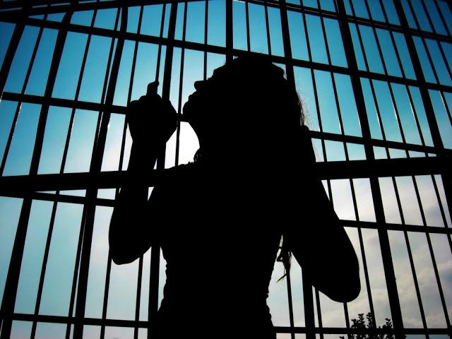 Candoi: Casal é preso acusado de seqüestrar mulher e filhos menores em casa de prostituição