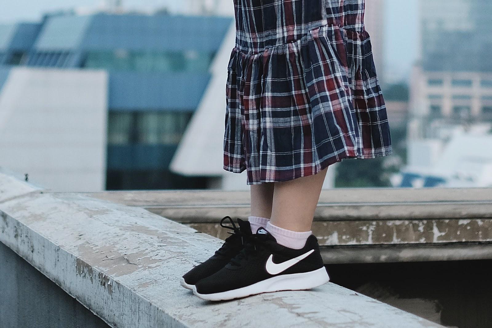 Rooftop Swagger Sneakers | www.bigdreamerblog.com
