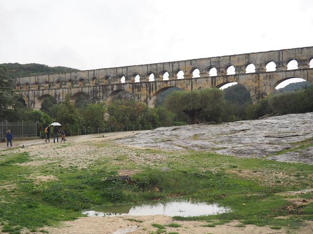 Акведук Пон-дю-Гар (Aqueduct Pont du Gard)
