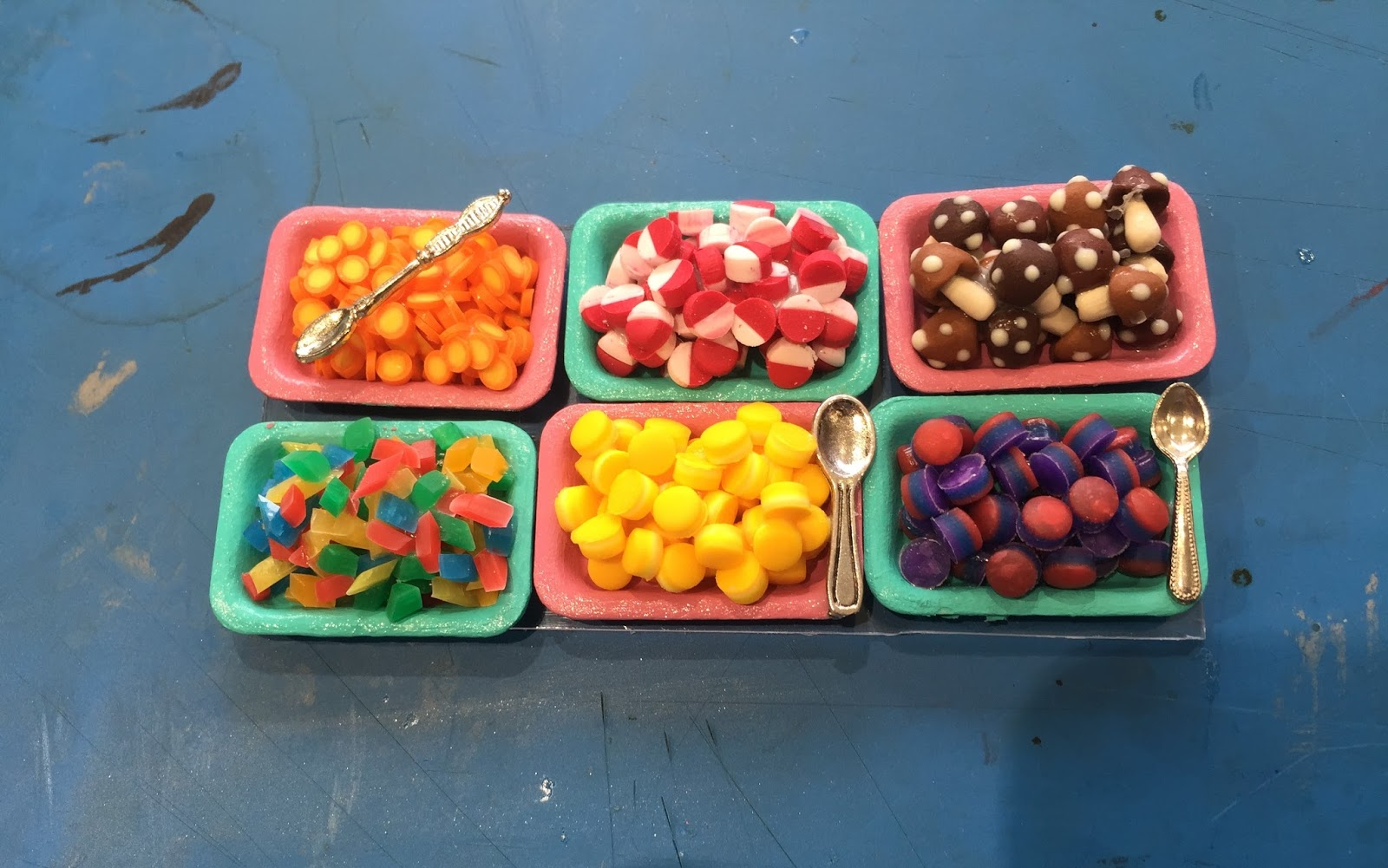 fruit sweets tin