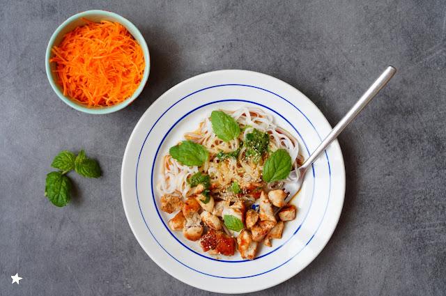 assiette complète nouilles de riz poulet menthe sans gluten